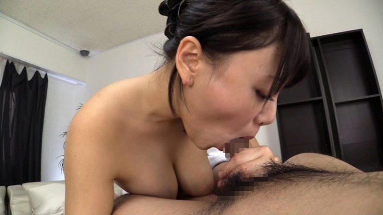 糸を引く粘膜唾液を垂れ流し、自らたっぷり喉奥イラマチオする変態おしゃぶり女たち 2