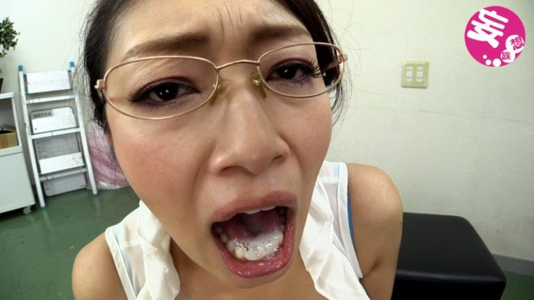 見つめられながらの上品な卑猥語 小早川怜子
