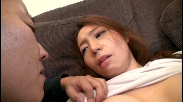その人妻、パイパン公衆肉便女。 四十路美人妻の熟れた女体は、見知らぬ男達に精液排泄処理道具として犯され続ける… 高嶋碧