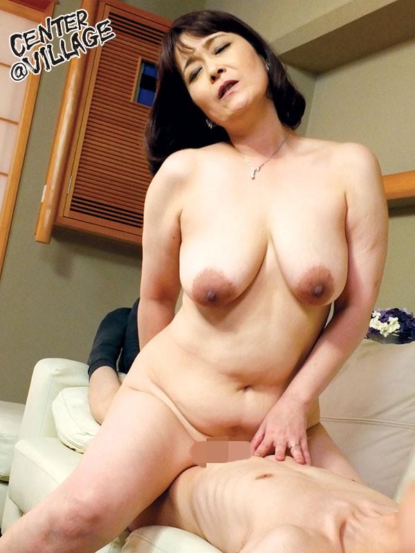グラマーでエロい幼なじみの母 山田冨美