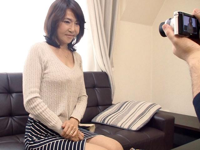 出稼ぎ母さん 静岡の六十路美人が息子に内緒でAV出演!藤井小百合