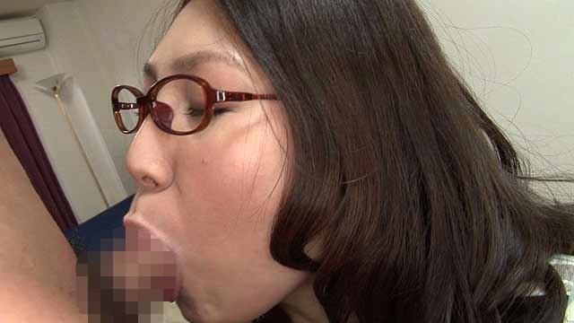 豊満淫乱人妻 ぽっちゃり巨乳ムッチリボディ 上品人妻の裏性事情 新崎雛子30歳