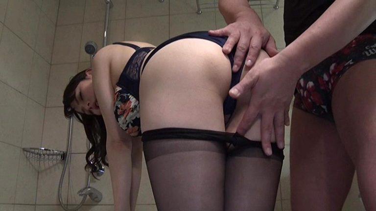 夫に欲求不満な新婚妻が秘密の不倫SEXで性欲を発散 三島奈津子