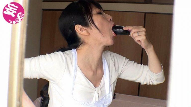 熟女の生野菜オナニー 2