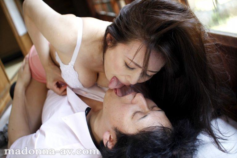 帰郷義母 ~真夏に激しく求め合う汗だくの母子~ 三浦恵理子