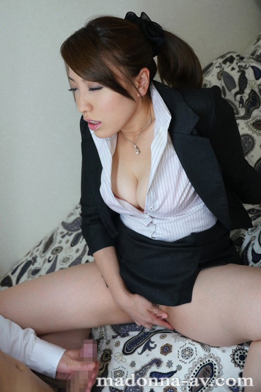 初撮り本物人妻AV出演ドキュメント~32歳二児の母親~山口葵