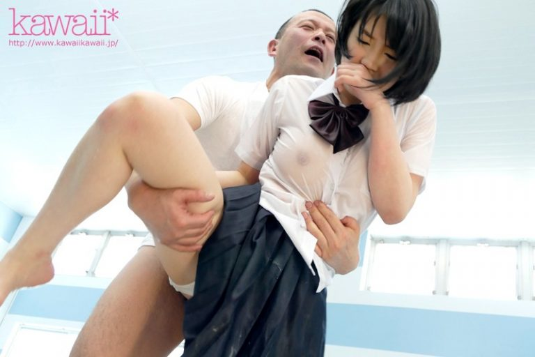 常に濡れ透けのピンク乳首おっぱいで男を挑発するズブ濡れっ娘 鈴木心春