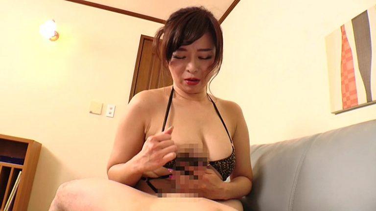 卑猥な匂い漂う肉感熟女のグイ込み誘惑 KAORI