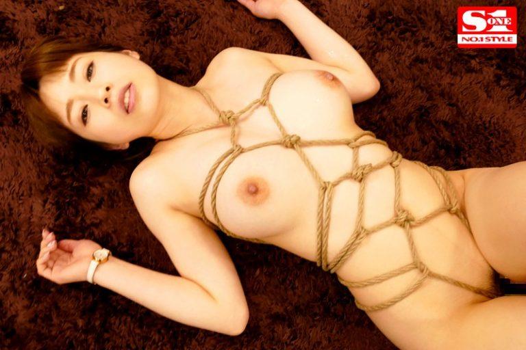 私、脱いだら…です。緊縛願望の巨乳社長秘書 奥田咲