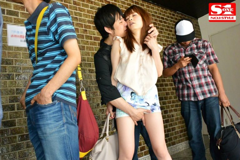 奥田咲とノーパンノーブラデート