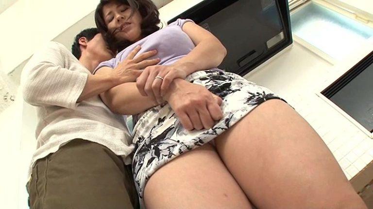 カメラを意識しない男と女の濃密セックス 笹山希